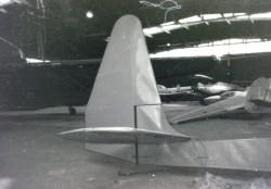IS-B Komar 49 SP-985 w hangarze Muzeum Lotnictwa Polskiego w Krakowie przed zawieszeniem na ekspozycji.