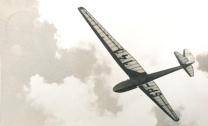 """Komar SP-141 po starcie ze """"Szkoły Szybowcowej Aeroklubu Lwowskiego w Bezmiechowej"""". Data na odwrocie 13/VII 1939. Fot. J. Solak"""